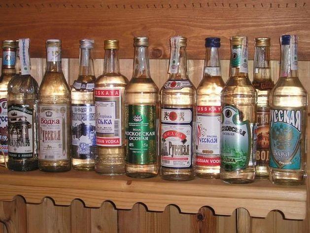 РБК: кто зарабатывает на дешевой водке в России?