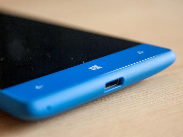 Продажи смартфонов на Windows Phone упали на 54%