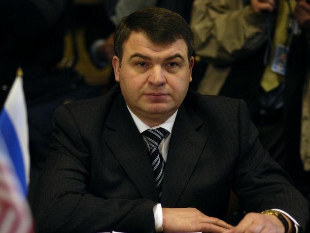 Сердюков стал куратором авиационных активов «Ростеха»