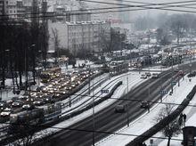 Из-за сильного снегопада Екатеринбург встал в пробках