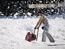 Уборка снега в Новосибирске ведется в круглосуточном режиме