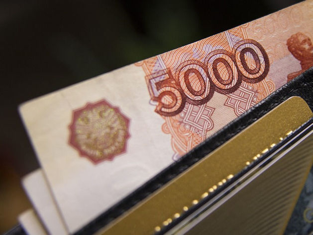 Минимальный размер оплаты труда поднимут на 239 рублей