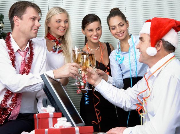 В половине российских компаний на новогодние корпоративы не приглашают звезд