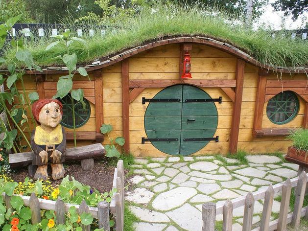 Профессор УрГАХА построил в уральских лесах дом из золотистых колец / ФОТО