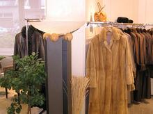 Теплая погода бьет по ретейлерам: продажи зимней одежды упали на треть
