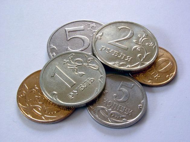 Официальный курс рубля на выходные: доллар и евро снова растут