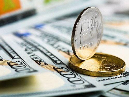 Покупать ли валюту перед Новым годом: советы финансистов
