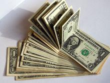Рубль падает: время продавать или покупать валюту?