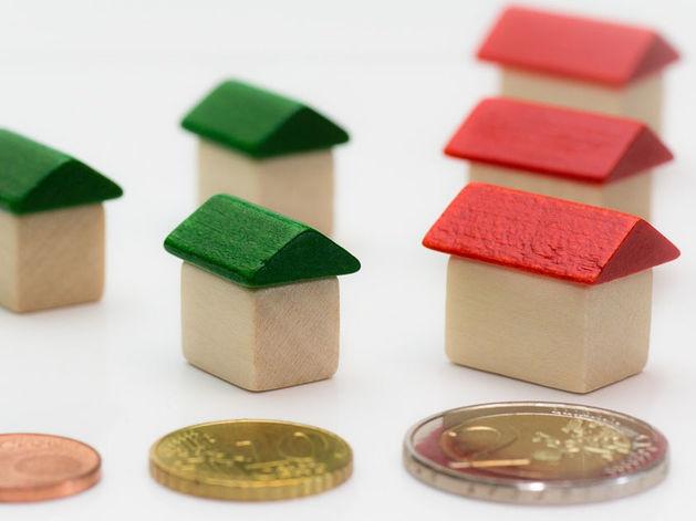 Год борьбы за ипотеку: история валютных ипотечников и падающего рубля