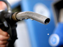 Нефть дешевеет, бензин дорожает: почему топливо может подорожать более чем на 10%
