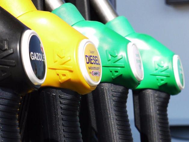 Минфин предложил повысить акцизы на бензин на 2 рубля