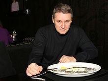 «Пытаемся выплыть». Почему ресторатор Олег Ананьев стал готовить сыры и колбасы