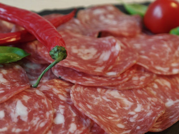 50% сырокопченых колбас в магазинах города — некачественные / СПИСОК, БРЕНДЫ
