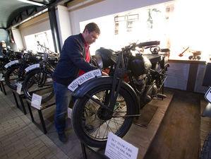 «Воскрешенные мертвецы»: как предприниматель из Екатеринбурга открыл музей ретромотоциклов