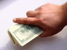 В челябинских банках подорожал рубль. Как изменится курс валют летом?
