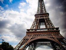 Что способно остановить транспорт и закрыть Эйфелеву башню? Долги и забастовки