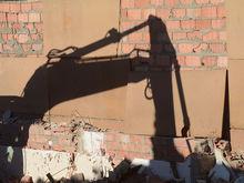 Пристав избежал наказания за ошибочный снос здания автосалона в Новосибирске
