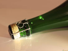 Ананасы в шампанском: в России определили минимально допустимую цену на игристое вино