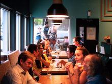 «Открываются более мелкие». Рестораторы города переориентировались на небольшие заведения
