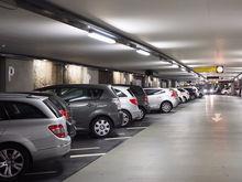 В самом центре Новосибирска открылась платная парковка между двумя БЦ