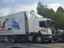 В Татарстане при столкновении Volvo с фурой фабрики «Акконд» погибло пять человек