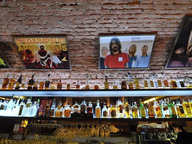 Власти решили продлить действие старых акцизных марок на импортный алкоголь