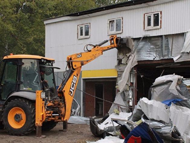 Владелец даже адрес у здания менял: в Екатеринбурге приставы снесли крупный автосервис