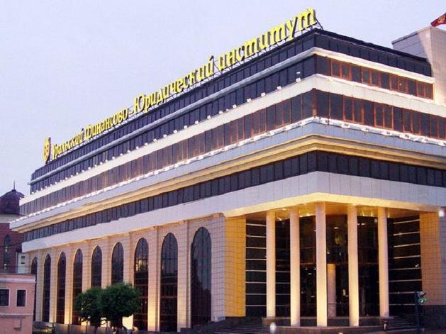Финал истории с УрФЮИ: крупнейший частный вуз Екатеринбурга расстается со всеми студентами