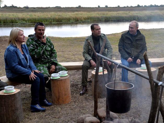 В. Путин и Д. Медведев, встреча с рыбаками на острове Липно, Новгородская область