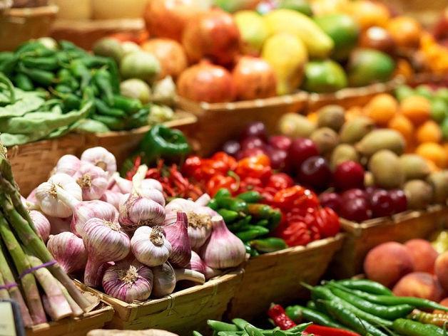 Медведев отдал 30% рыночных площадей под торговлю продуктами