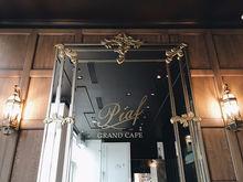 В «Тихвине» открылось новое кафе с воробьями и старым роялем