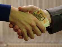 Больше на четверть: сумма средней взятки в России увеличилась