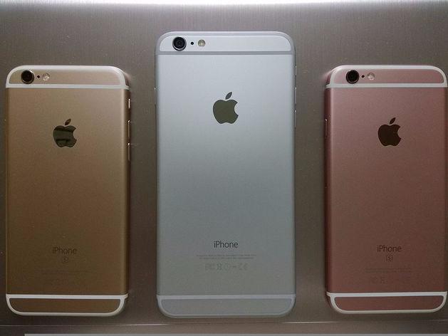 Люди занимали места с ночи: за iPhone 7 выстроились километровые очереди