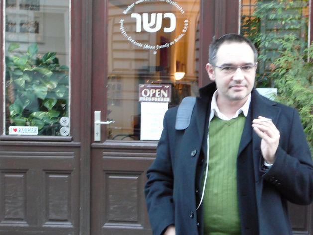 Суд приговорил Антона Носика к штрафу за одобрение бомбежек Сирии