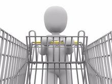 В новосибирском супермаркете зарядки для смартфонов встроили в тележки