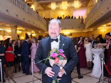 Статуэтка вручена Человеку года в сфере медицины и фармацевтики