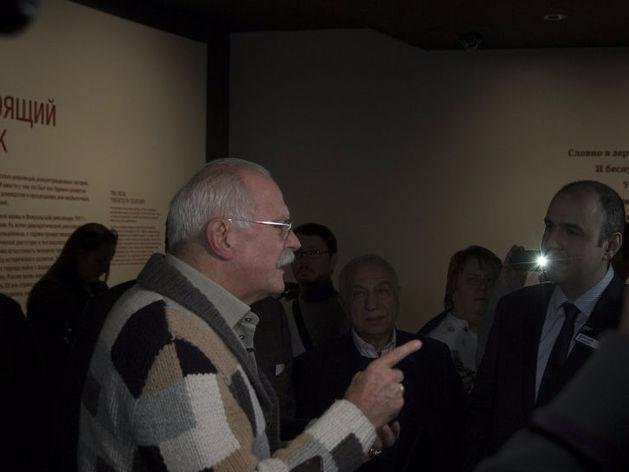 «Никакого «посещения музея» по сути не было». Ельцин-центр ответил на визит Михалкова