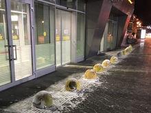 Аэропорт Казани после пьяных гонок в терминале закупает противотаранные столбы