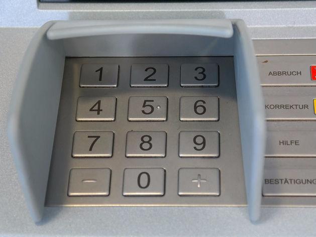 «Ограбление в считаные секунды». Как и почему деньги таинственно пропадают из банкоматов