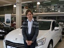 В Екатеринбурге продают двухэтажный автоцентр Peugeot — с землей и живой изгородью