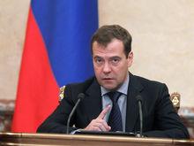 Его противники давят на Путина: Медведев крайне обеспокоен своим политическим будущим