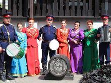 В Ростовской области артистки казачьего ансамбля просят скинуться им на летние рубахи