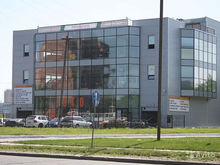Здание дилерского центра, где работает несколько автомобильных бизнесов, продадут