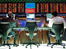 Бегство капитала: Почему инвесторы выводят деньги из РФ, а сверхбогатых граждан все меньше