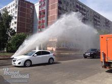 В Ростове на Северном из-под земли забил 10-метровый фонтан