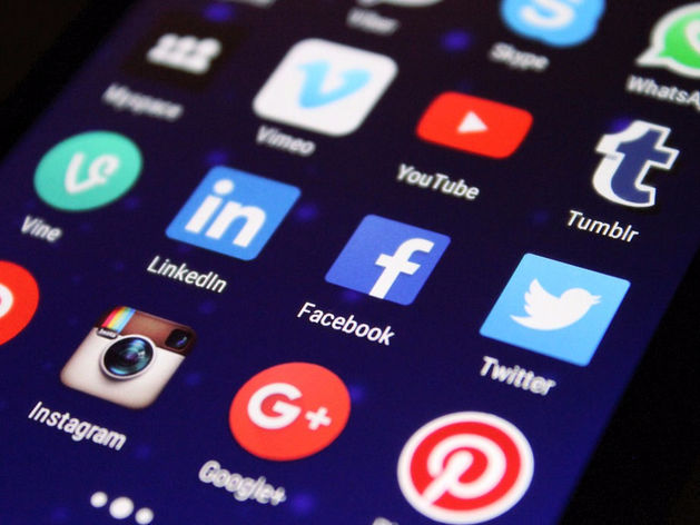 Удаление клеветы, лжи и многомиллионные штрафы: чем опасен закон о модерации соцсетей