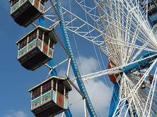 В Челябинске началась установка нового колеса обозрения
