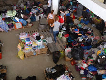 Жители Ростова активно помогают пострадавшим от пожара вещами ФОТО