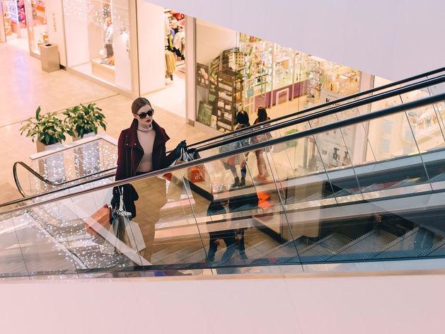 Магазин вместо курорта. Жители Екатеринбурга стали чаще ходить в торговые центры