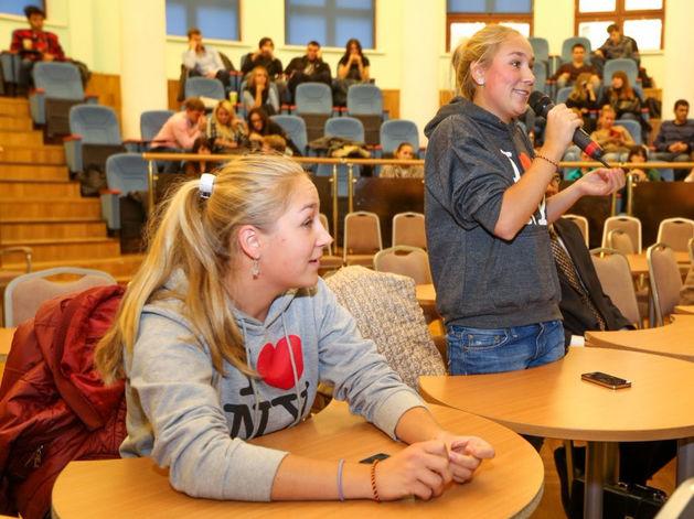 Их зависимость сильно преувеличена: пять мифов о том, как молодежь потребляет информацию